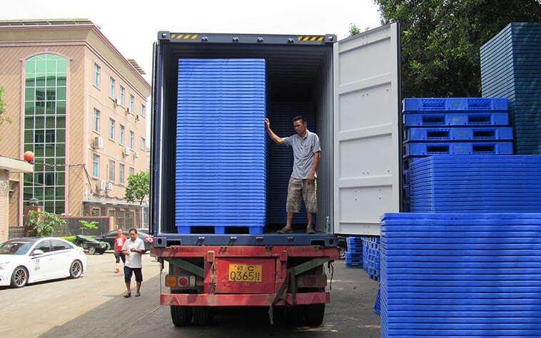 process of loading plastic pellets